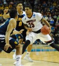 Wayne Blackshear playing great offense against UC Irvine. Photo by Austin Lassell / The Louisville Cardinal