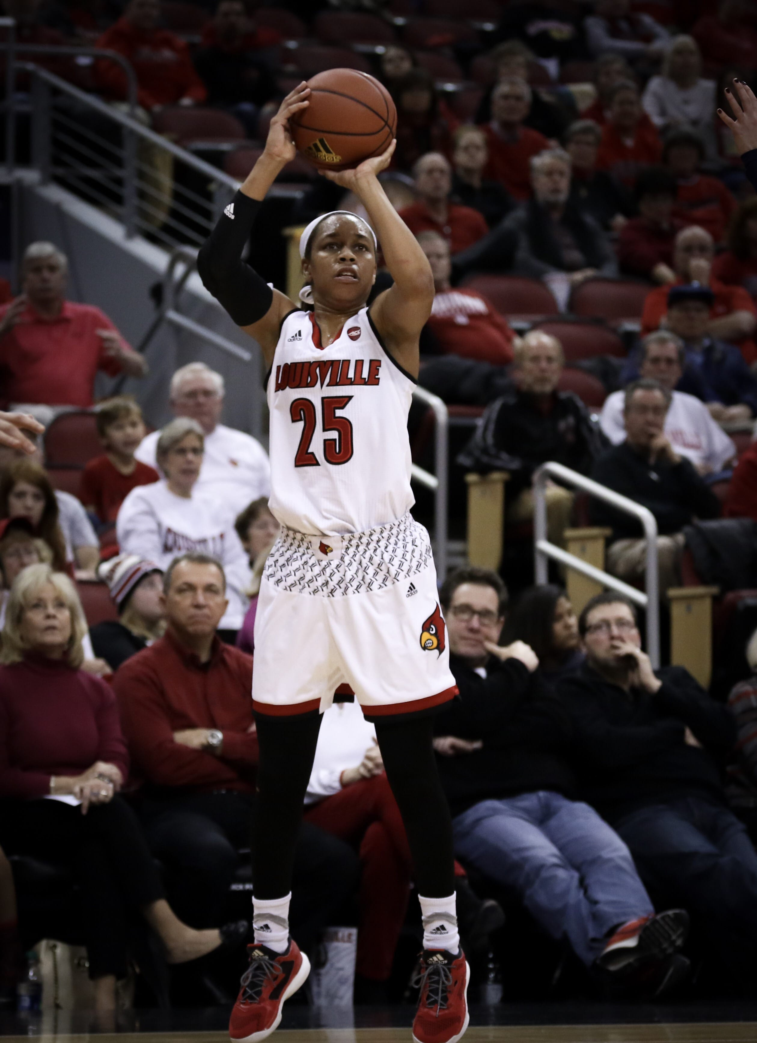 Women's basketball fights off the Devils for a 66-60 win ...